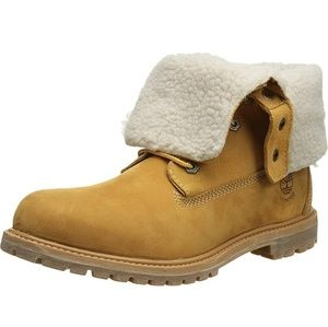 NWT Timberland Wheat Teddy Bear Boots 8